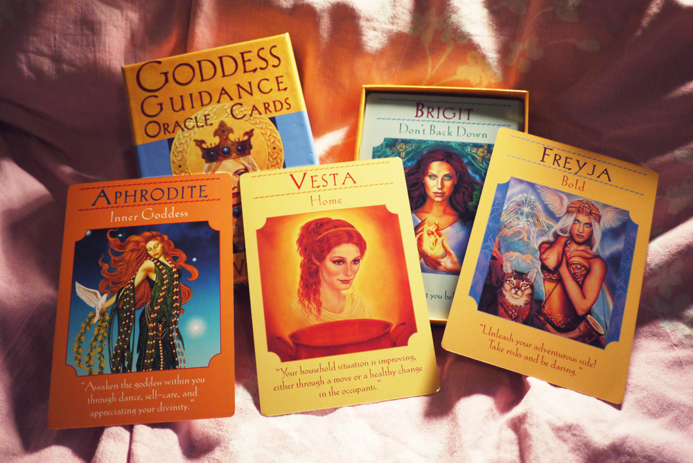 Goddess-Guidance-Oracle-Cards-choose-the-the-right-tarot-deck